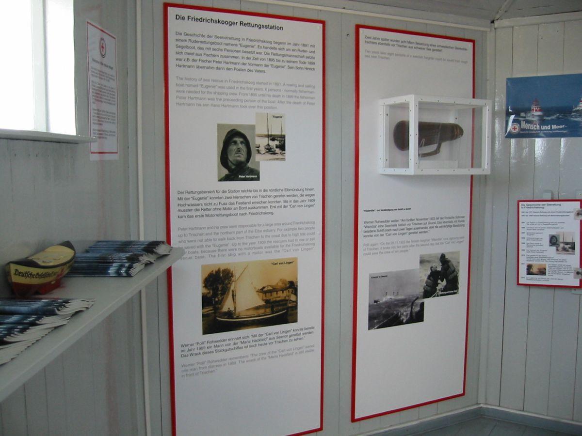 Die DGzRS-Ausstellung in der Mittelstation der Bake wird eröffnet