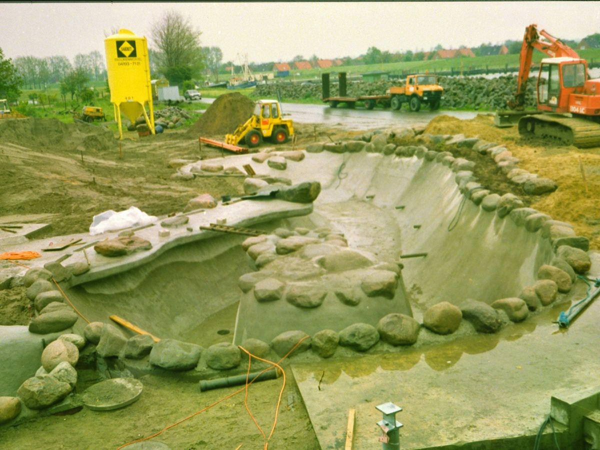 Der Bau des neuen Beckens für die Dauerhaltungstiere